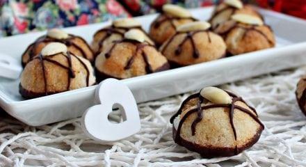 Amaretti alle amarene e cioccolato