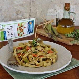 Fettuccine di piselli con asparagi e pomodoro Farine Magiche