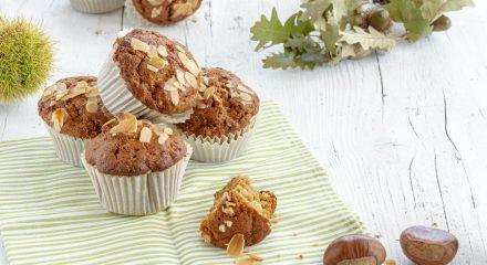 Muffin allo sciroppo d'acero con farina di castagne e mandorle