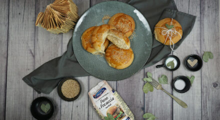 Video ricetta per i panini morbidi al sesamo